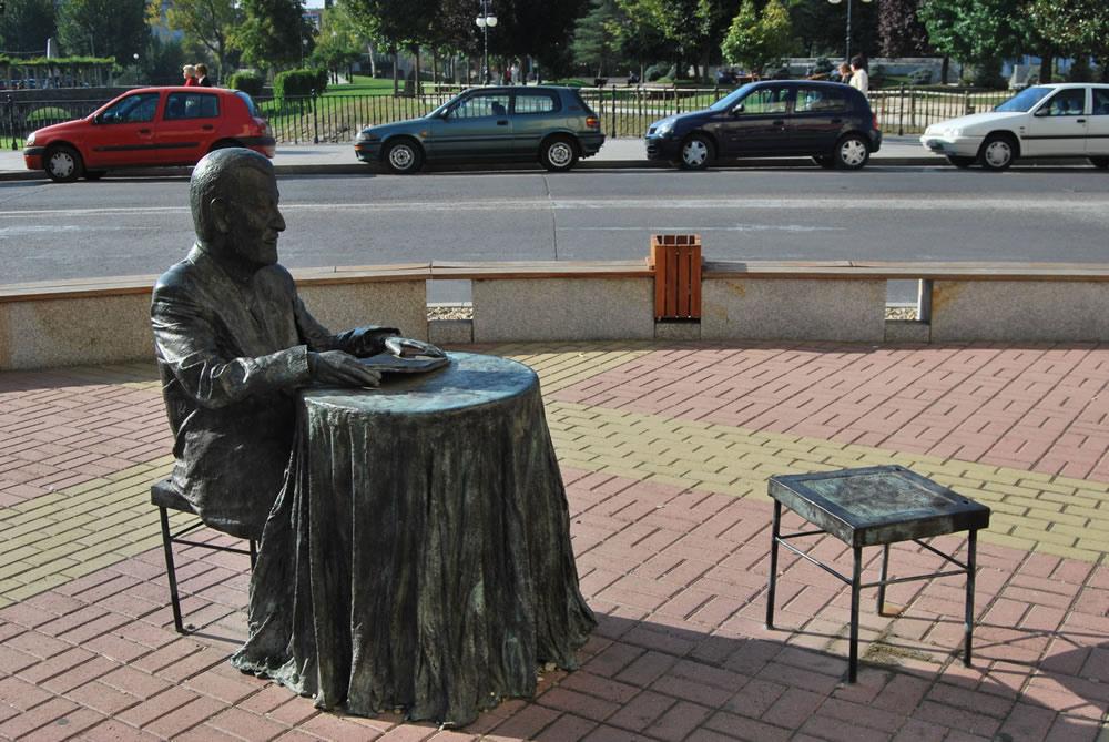 Unha fotobiografía sonora lembra a figura do poeta Manuel María